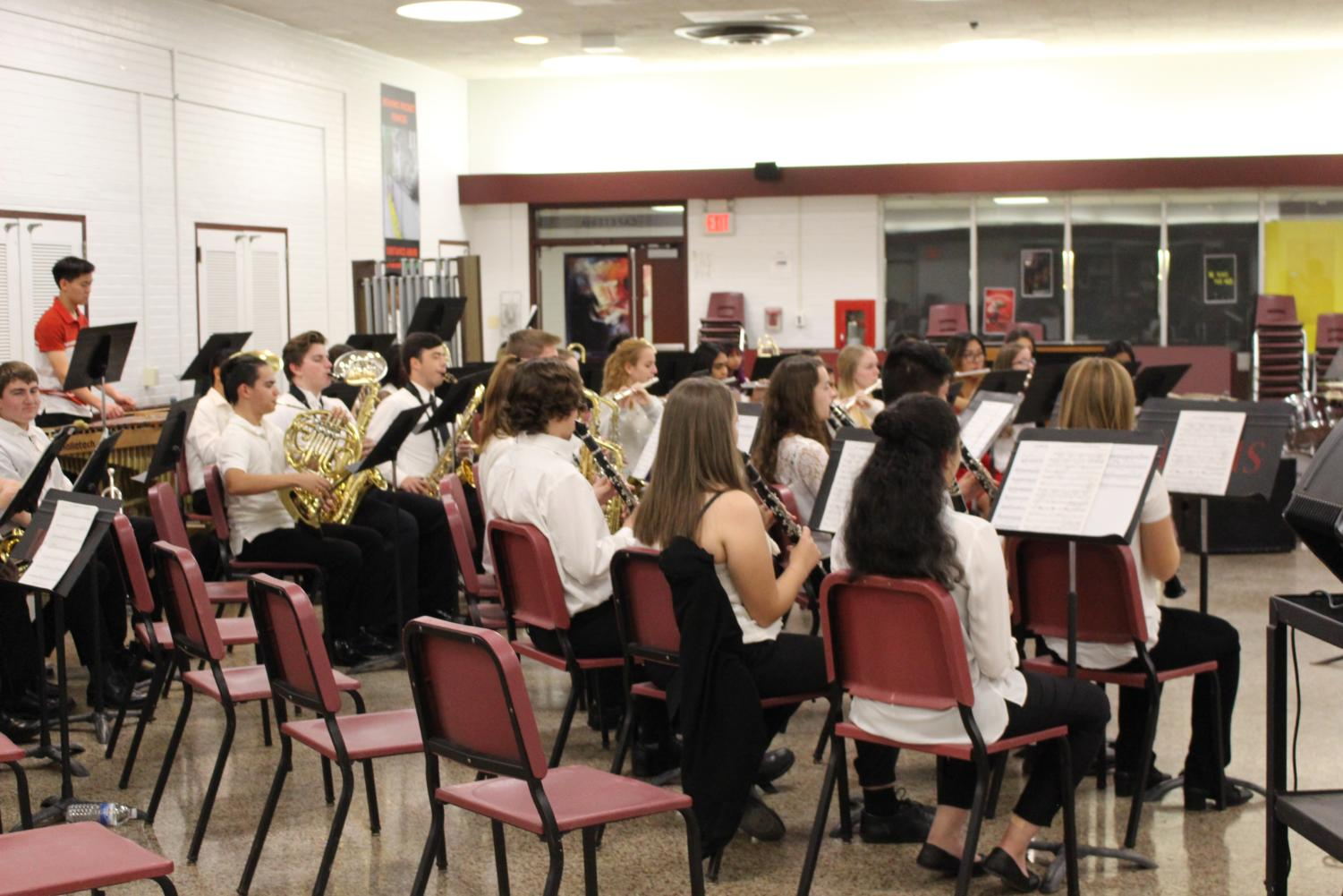 TRI-M+members+and+Red+Cross+volunteers+prepping+to+perform+at+the+concert%21