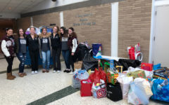 Hills and Valley Cheerleaders Work Together to Hold Toy Drive