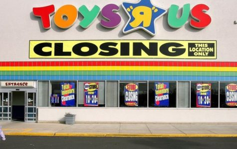 "Toys ""R"" Us Closing For Good"