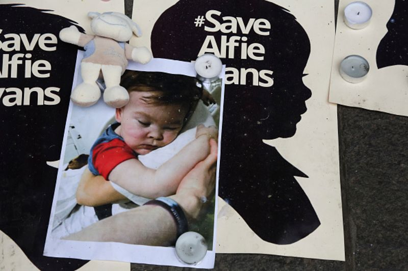 Alfie Evans, Ill Child Forced Off Life Support, Dies After 5 Days