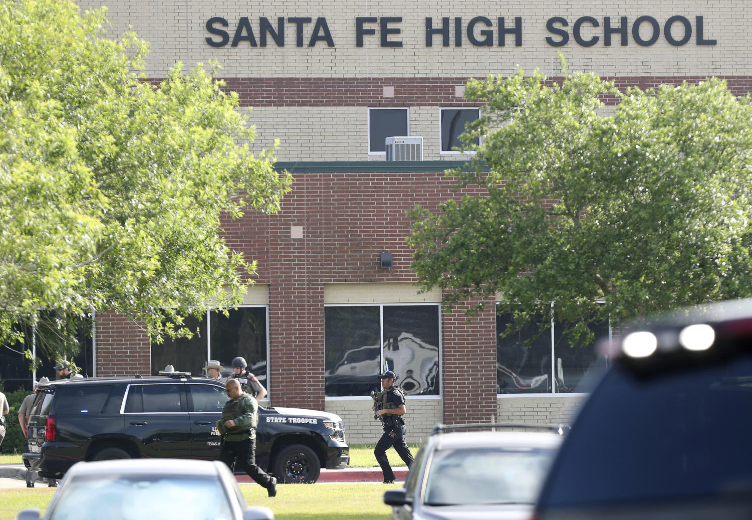Law+enforcement+officers+responding+to+Santa+Fe+shooting.