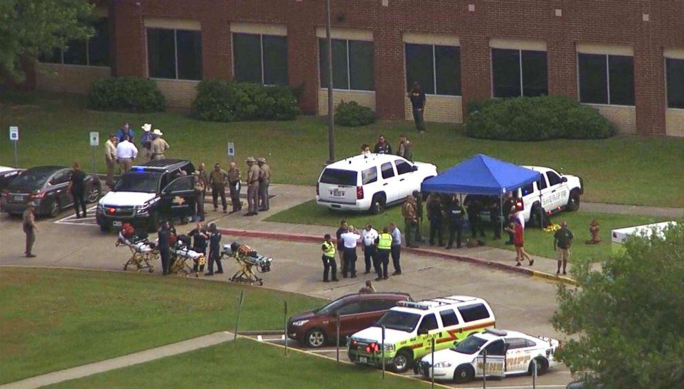 Police+and+ambulance+cars+surround+Santa+Fe+High+School.