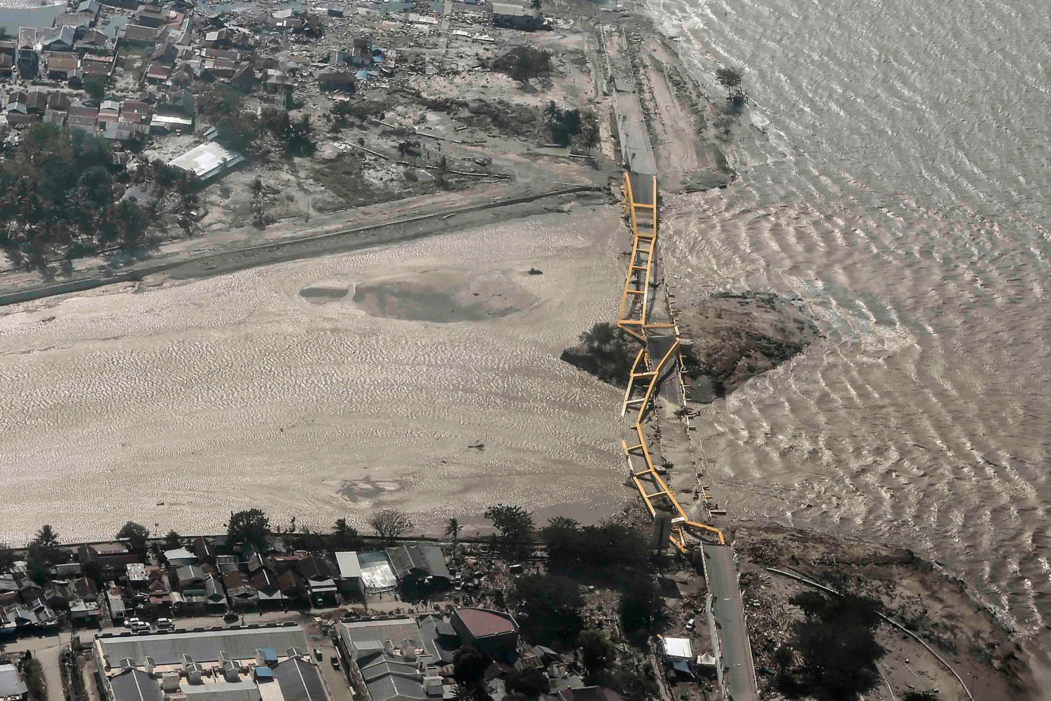 An aerial view shows bridge damaged by an earthquake and tsunami in Palu, Central Sulawesi, Indonesia September 29, 2018. Antara Foto/Muhammad Adimaja via REUTERS