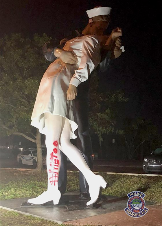 Statue+of+Kissing+Sailor+Vandalized+After+Veteran%27s+Death