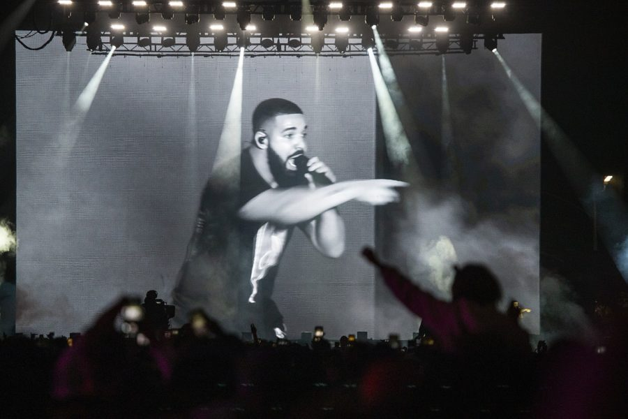 Drake+Responds+After+Being+Booed+Off+Stage+at+Music+Festival