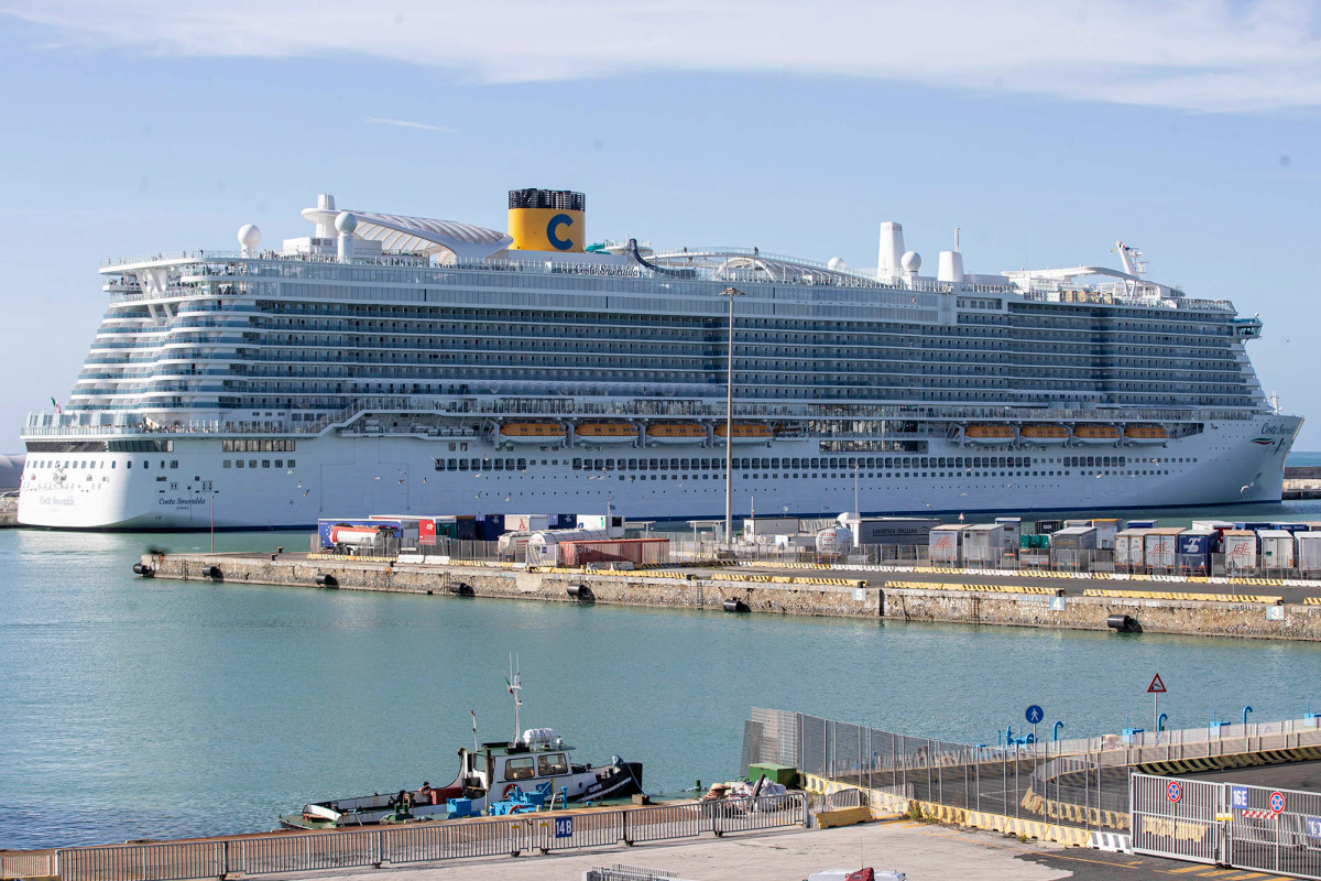 This Diamond Princess Cruise ship is currently docked in Japan due to passengers affected by the Coronavirus.